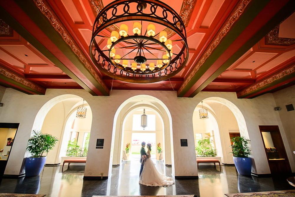 太平洋のピンク・パレス「ロイヤル ハワイアン ホテル」でラグジュアリーな1枚を