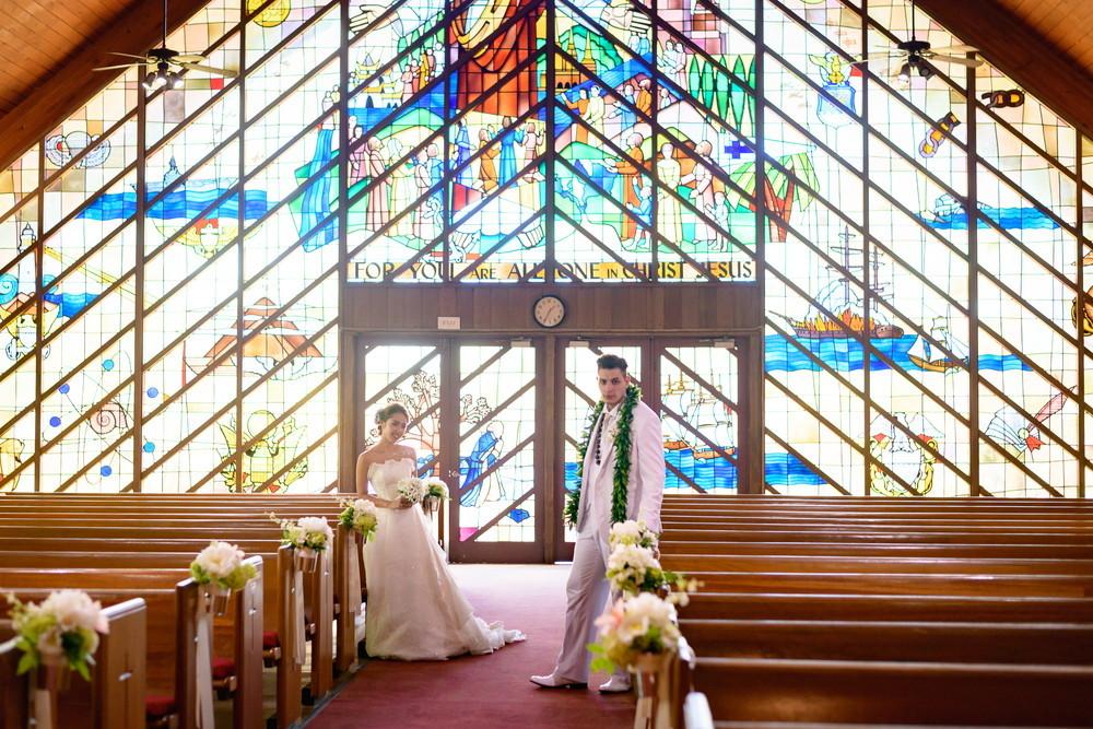 教会で永遠の愛を誓う ~モアナルア コミュニティ教会~